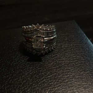 Jewelry - exquisite diamond wedding ring set. Size 5 or 6